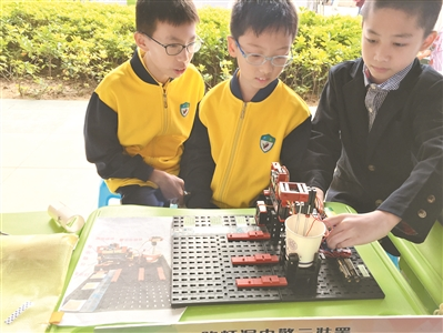 初二小男生设计高空自动防坠网