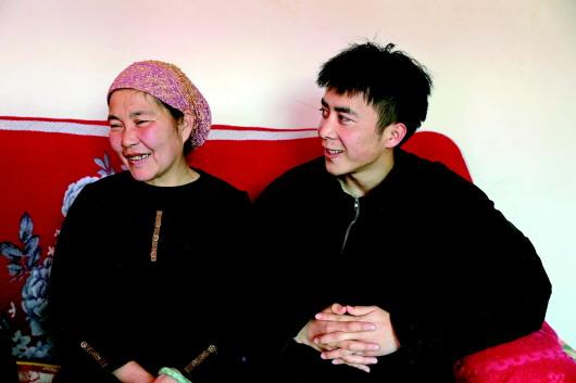 46岁甘肃农村妇女马玉花:不识字的妈妈 培养出三个大学生