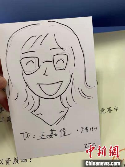 高校辅导员手绘204张漫画肖像:望给予每个学生以关注