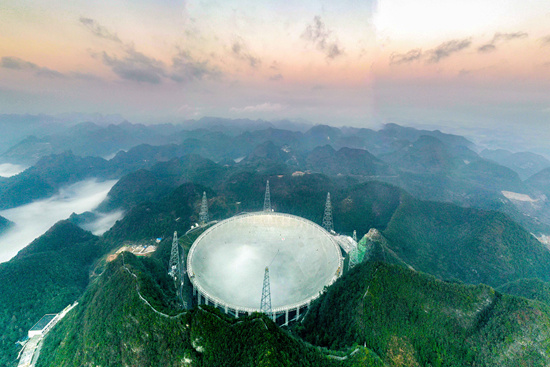 """被""""天眼""""改变的贵州南部的平塘县的县城中学"""