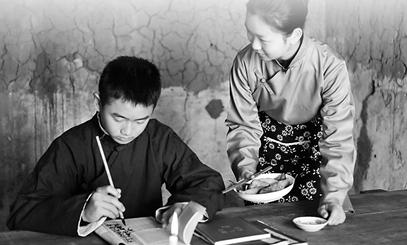 一群杭州的00后们拍微电影 演绎百年前的少