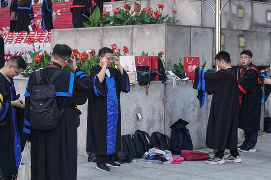 中國人民大學為去年未能返校的2020屆畢業生補辦了一場學位授予儀式