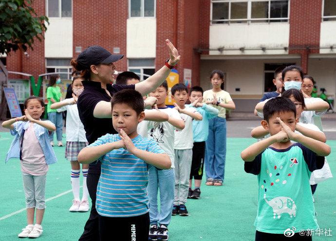 教育部辟谣取消教师寒暑假