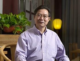 清华附中校长王殿军:奠基人生 做在学生身边的校长