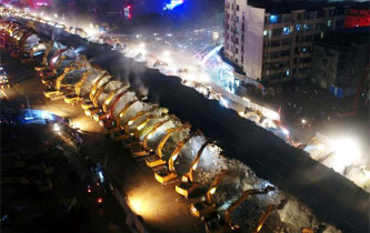 南昌一立交橋拆除 200余臺挖掘機同場工作
