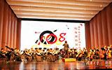 1700校友观看清华大学建校108周年校友招待演出