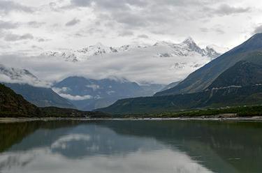 水墨南迦巴瓦峰