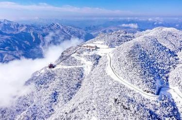 龍頭山雪韻