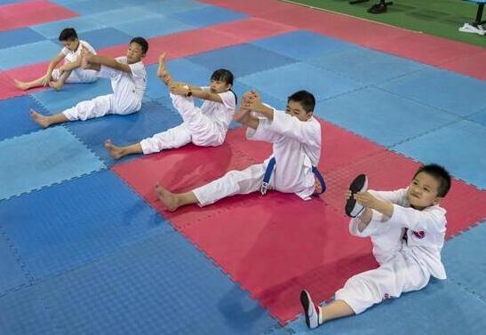 云南昆明:体育培训丰富暑期生活
