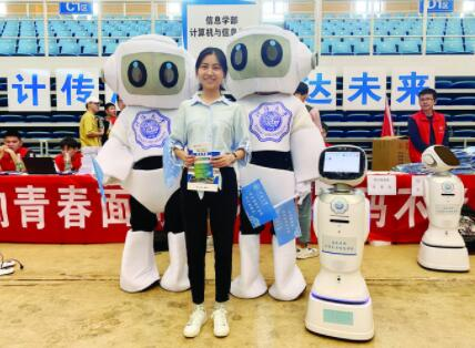 [開學季]河海大學新生報到,機器人相迎