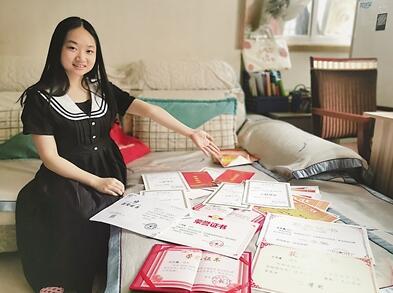 """18歲殘疾女孩考上重慶大學 """"保持熱愛 奔赴山海"""""""