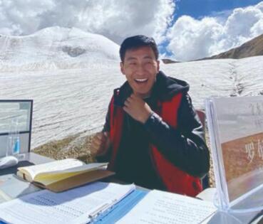 """海拔6100米冰川上 有個""""全球最孤獨工位"""""""
