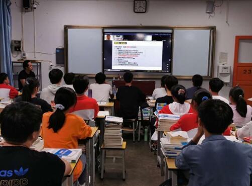 俞敏洪當鄉村校長一年成績單:普安一中本科上線率提升12%