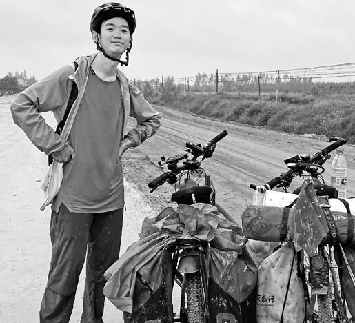 大一新生骑行2300公里从四川来嘉兴 24天千里走单骑