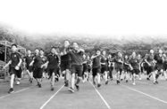 去年#体育老师能不能当班主任#冲上热搜 如今苏老师带的班文化课挺好