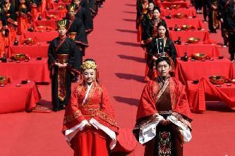 安徽36對新人舉行漢式集體婚禮 再現古韻之美