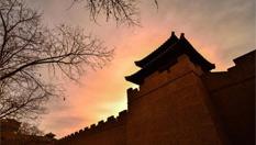 甘肅敦煌大漠陽關景區引遊人憑吊懷古